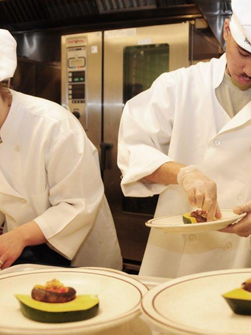 Érdekel mennyi egy szakács fizetése? Ebből a cikkből megtudhatod.